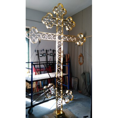 Закончено золочение кованных крестов золотом 2.5 грамма.
